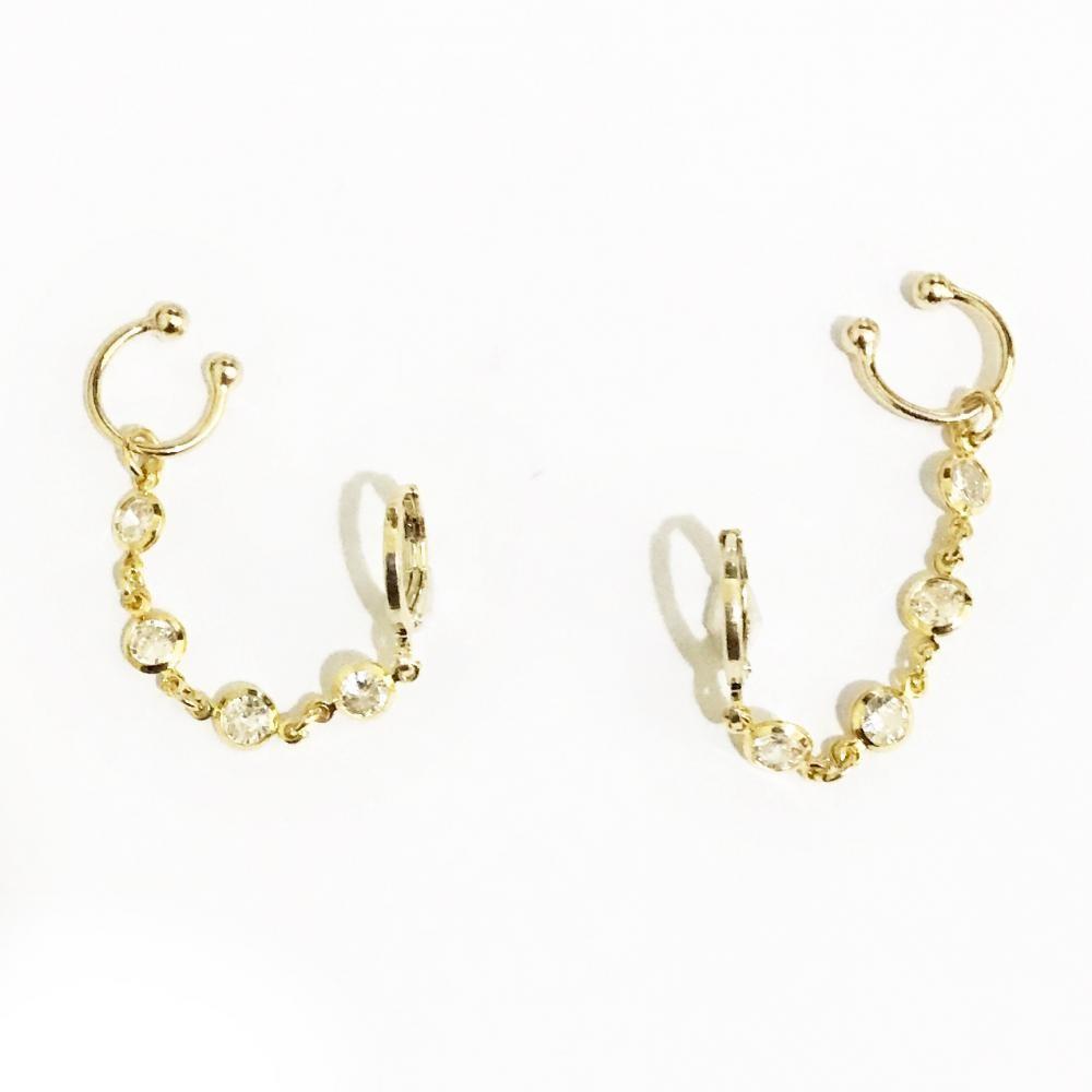 Brinco ear cuff com corrente de zircônia e piercing fake folheado a ouro 18k