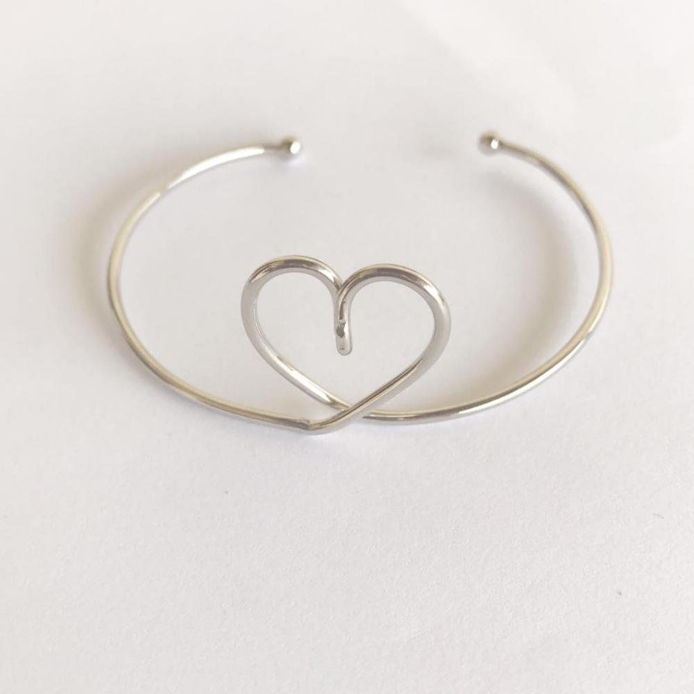 Pulseira Bracelete fino com coração prata ródio branco