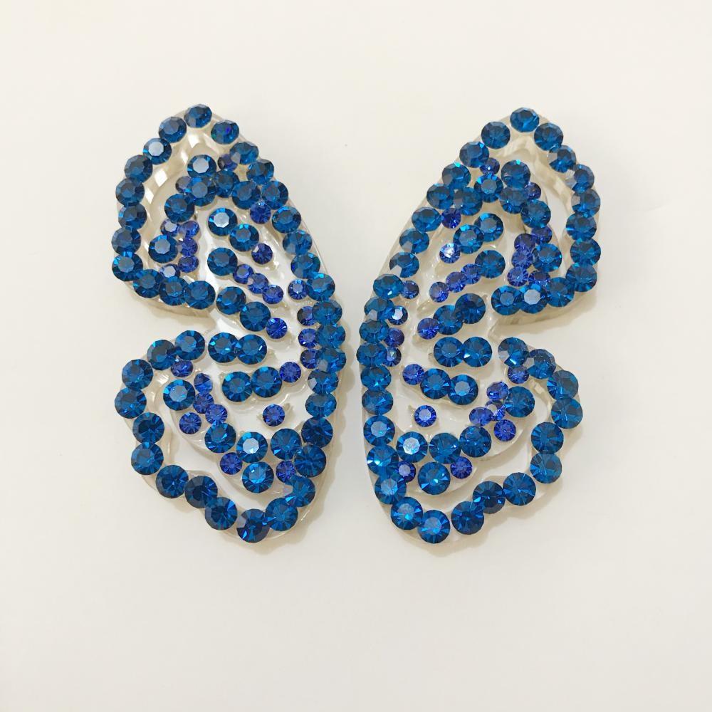 Brinco de borboleta no acrílico com strass