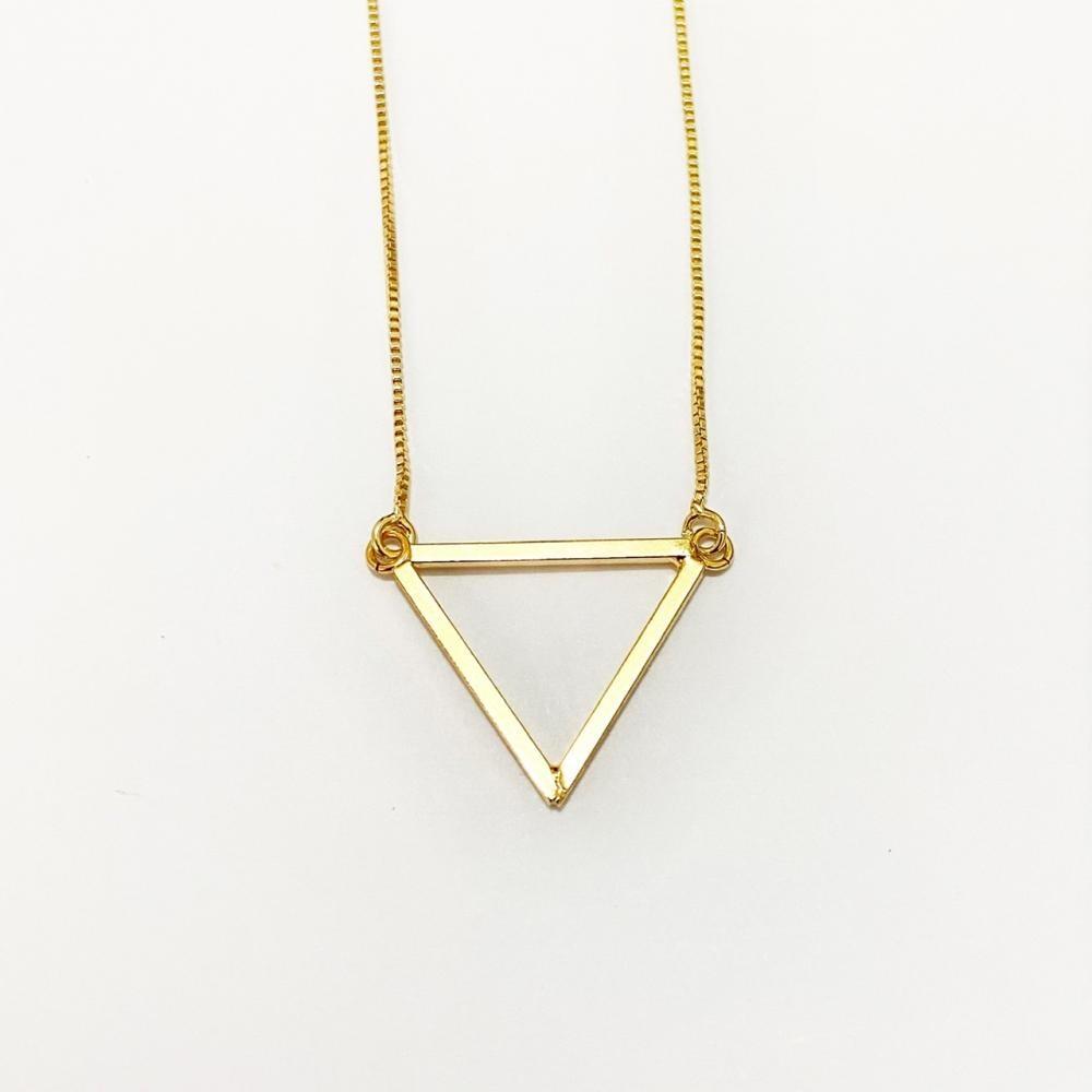 Colar geométrico em formato de triângulo folheado a ouro 18k