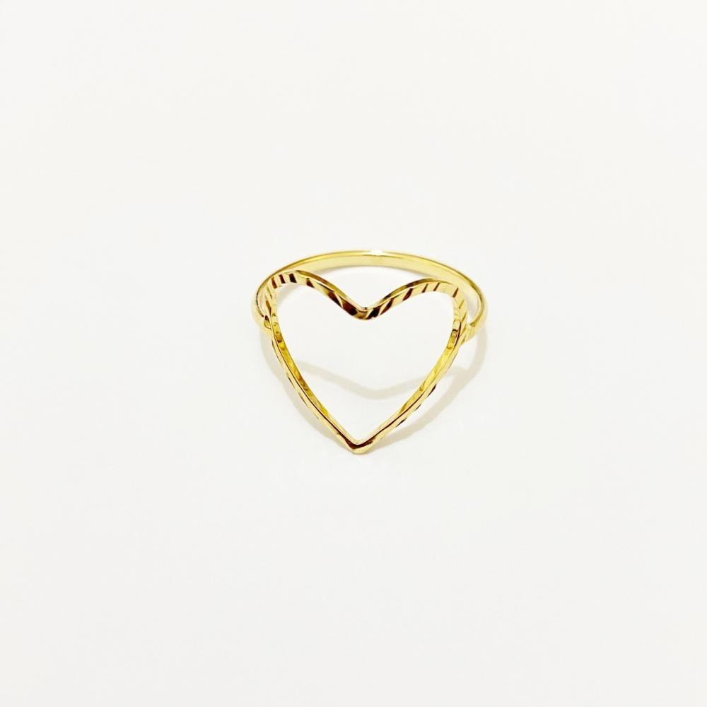 Anel vazado de coração folheado a ouro 18k