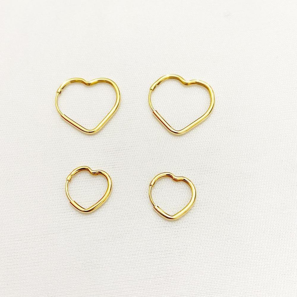 Brinco dueto de argola em formato de coração folheado a ouro 18k