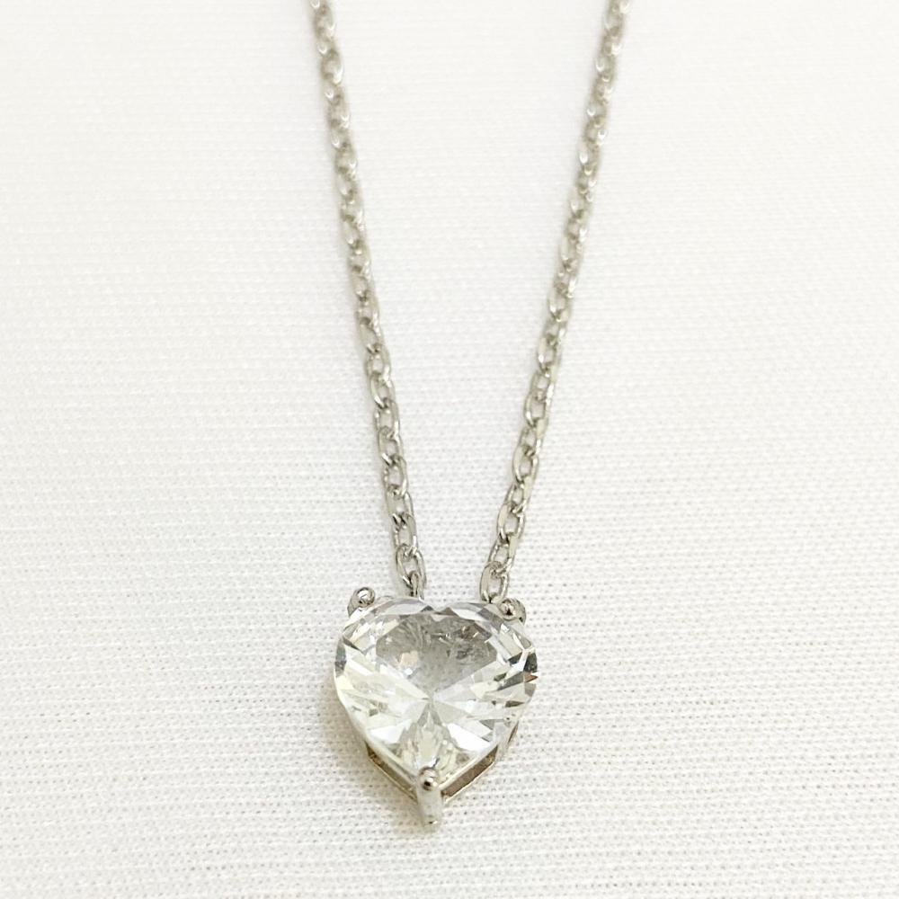 Colar com corrente de elo português diamantada e pingente de coração com zircônia cravejada na cor ródio branco prata