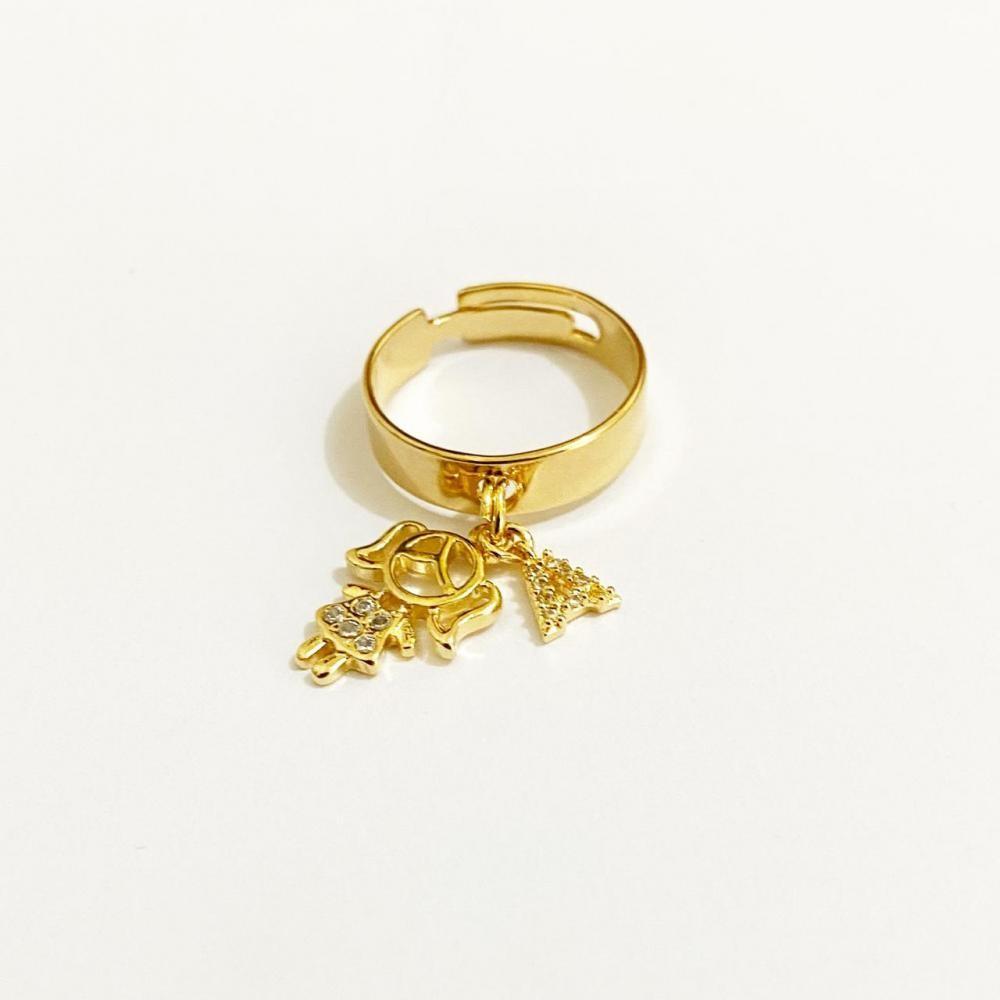 Anel regulável com pingente e letra cravejada folheada a ouro 18k