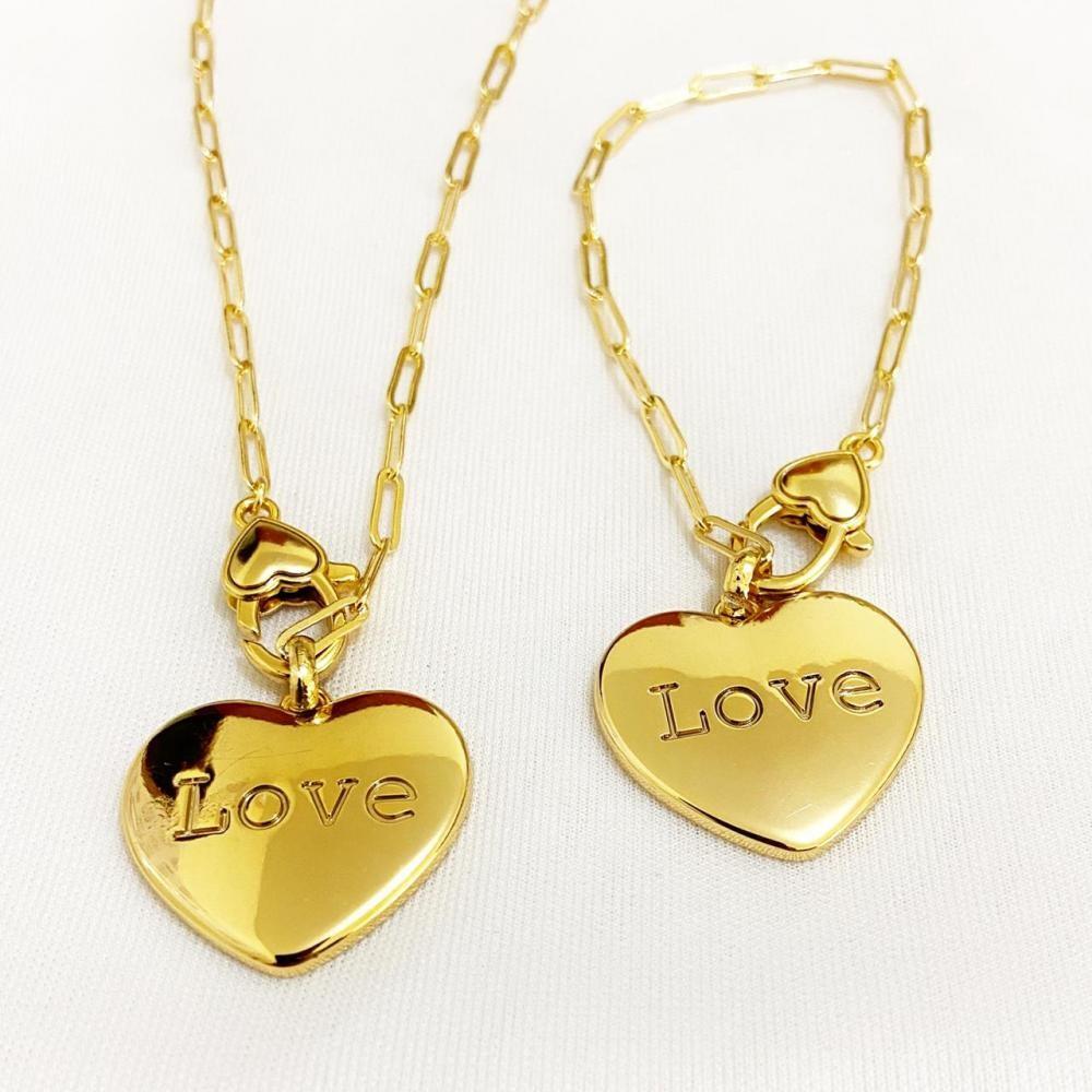 Conjunto de colar e pulseira com pingente de coração resinado folheado a ouro 18k