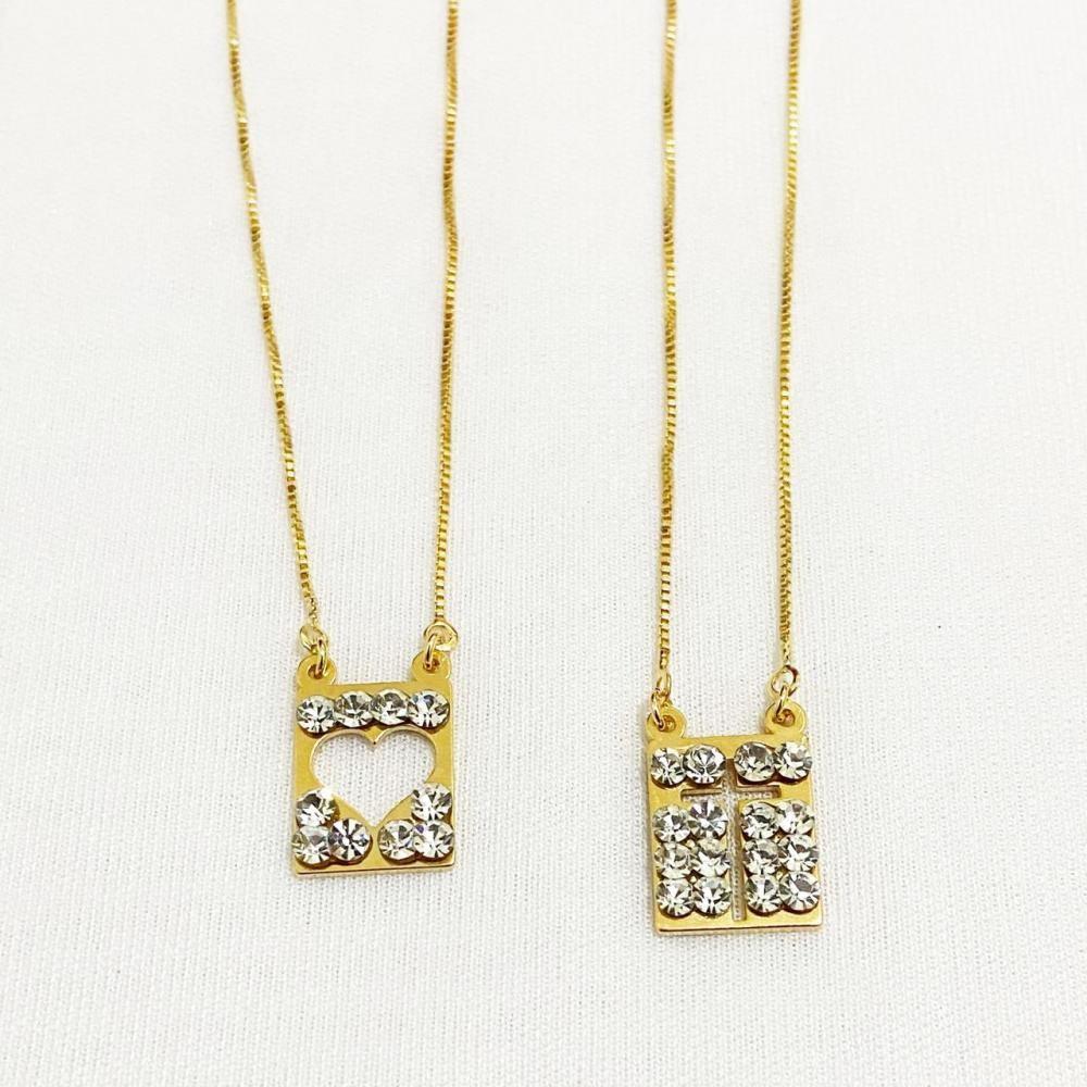 Colar escapulário com cruz e coração com strass swarovisk folheado a ouro 18k