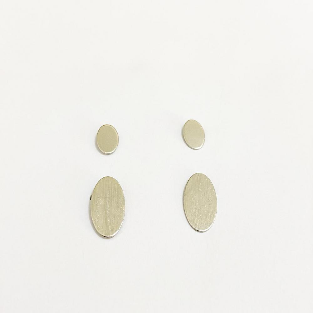 Dueto de brinco em formato oval na cor prata ródio branco
