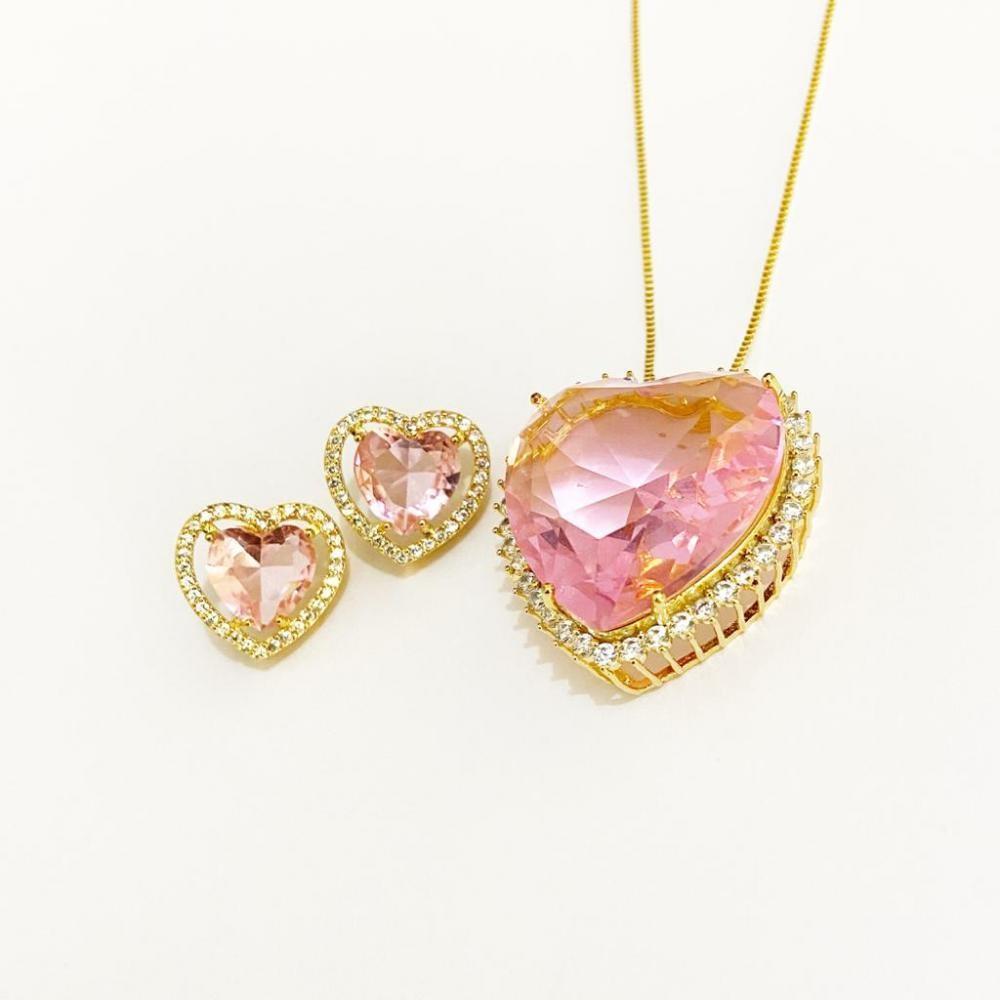 Conjunto de coração grande cravejado com zircônia folheado a ouro 18k
