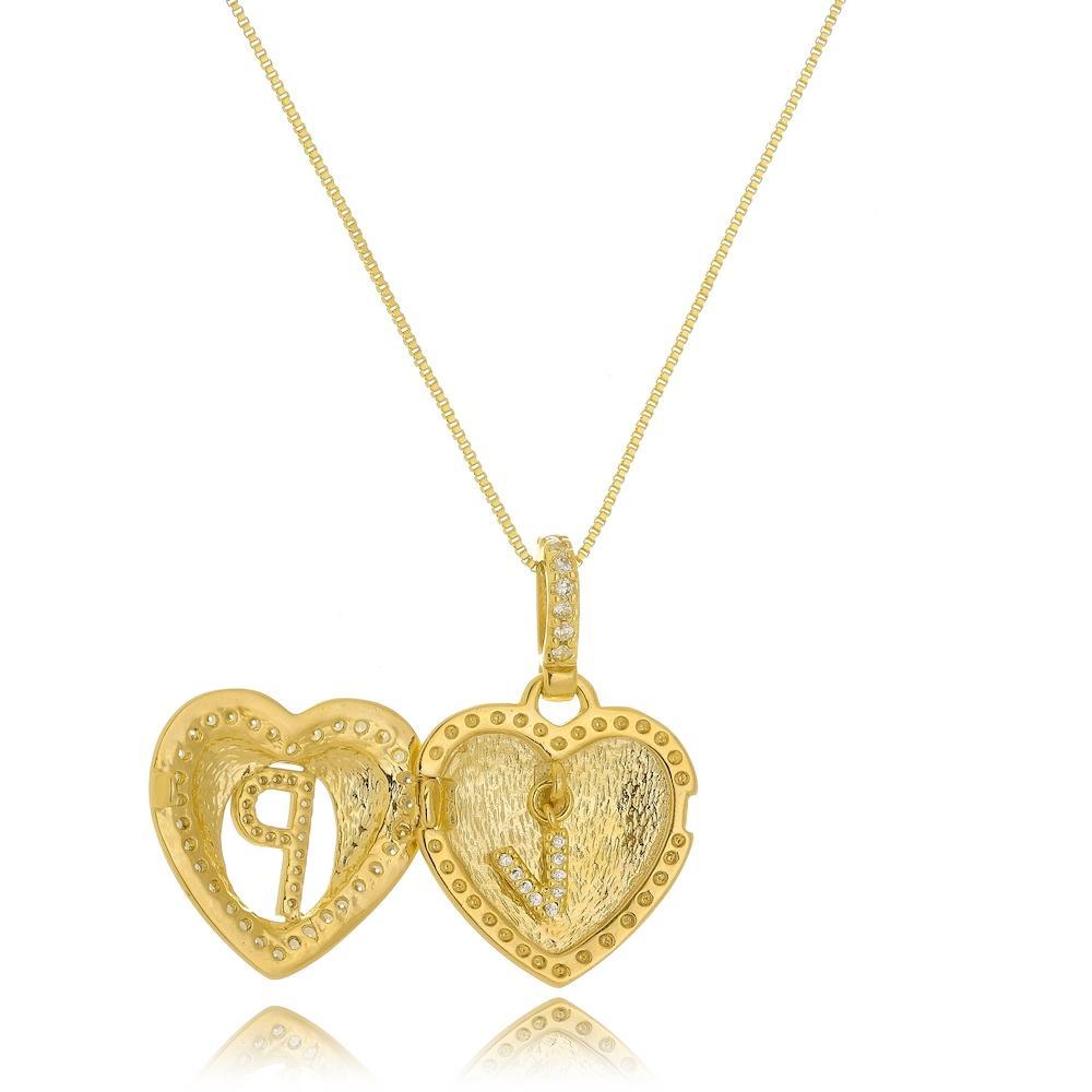 Colar relicário de coração personalizado com letra cravejada folheado